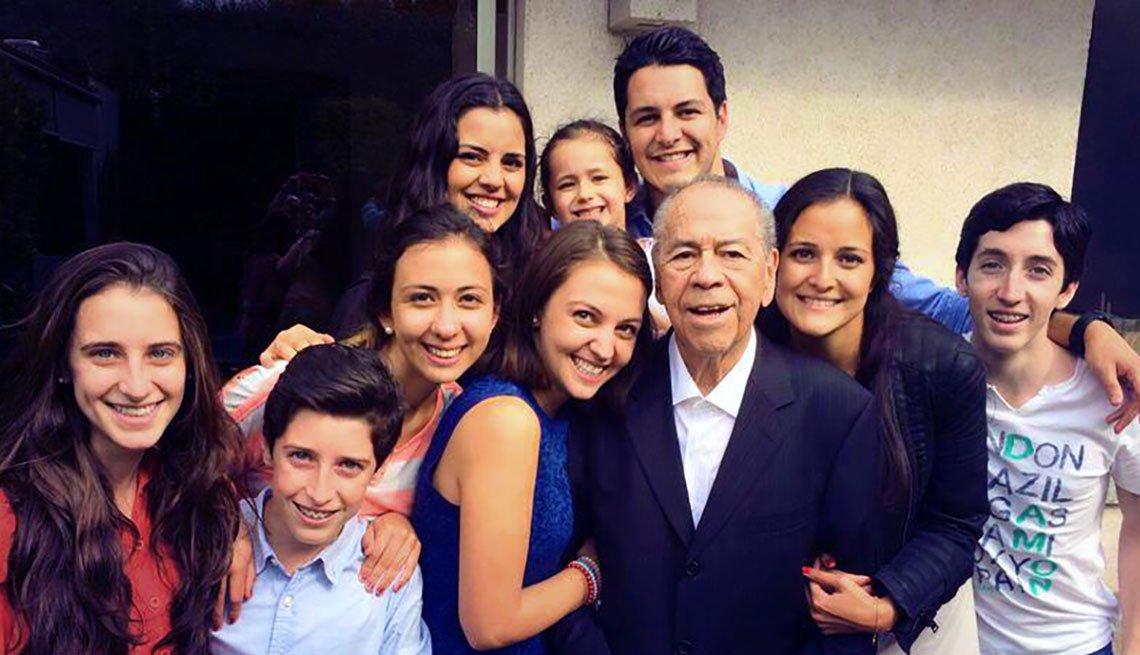 Lucho Gatica y sus nietos
