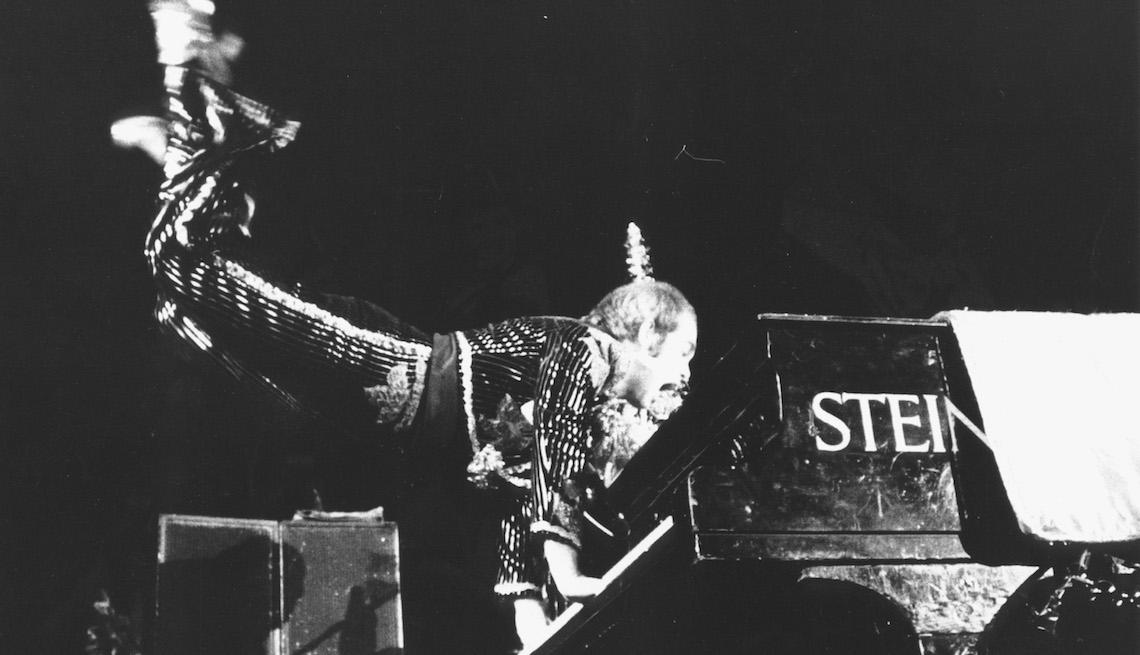 item 2 of Gallery image - Elton John tocando en el espectáculo de Navidad Hammersmith, 1974.
