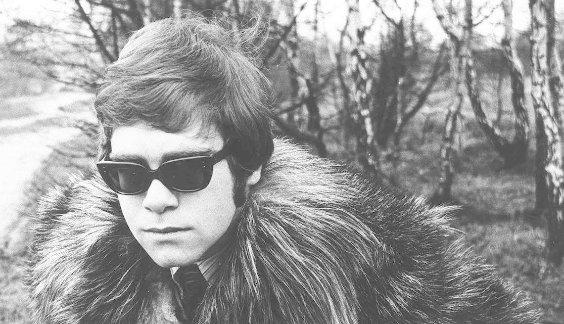 item 1 of Gallery image - Primera sesión de fotos de Elton John en Hampstead Heath, Inglaterra.
