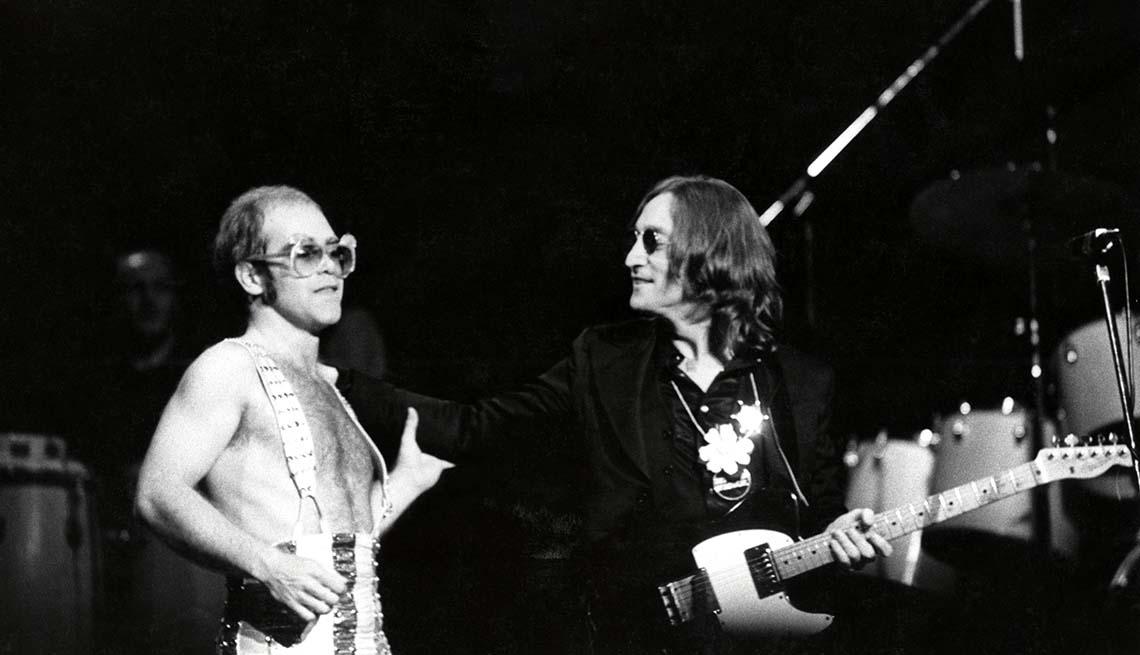 item 5 of Gallery image - John Lennon con Elton John en una presentación en el Madison Square Garden, Nueva York.