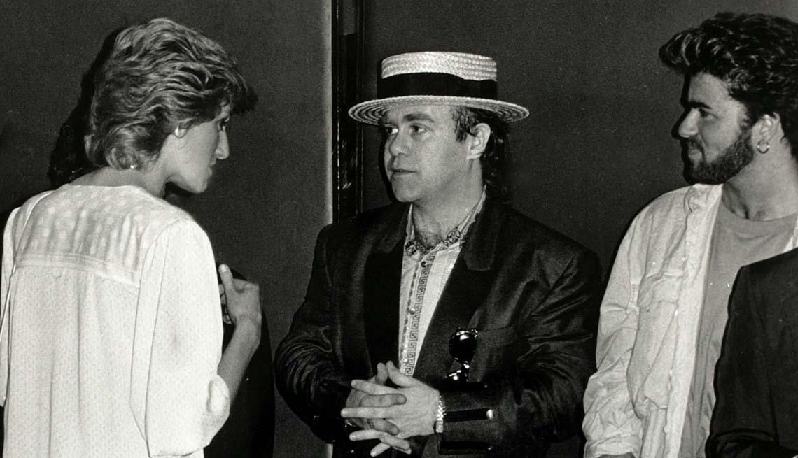 item 4 of Gallery image - Princesa de Wales, Diana, hablando con Elton John y George Michael, Wembley, July 1985.