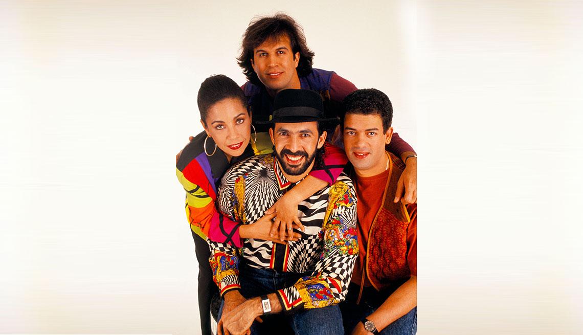item 2 of Gallery image - Juan Luis Guerra con su banda 440