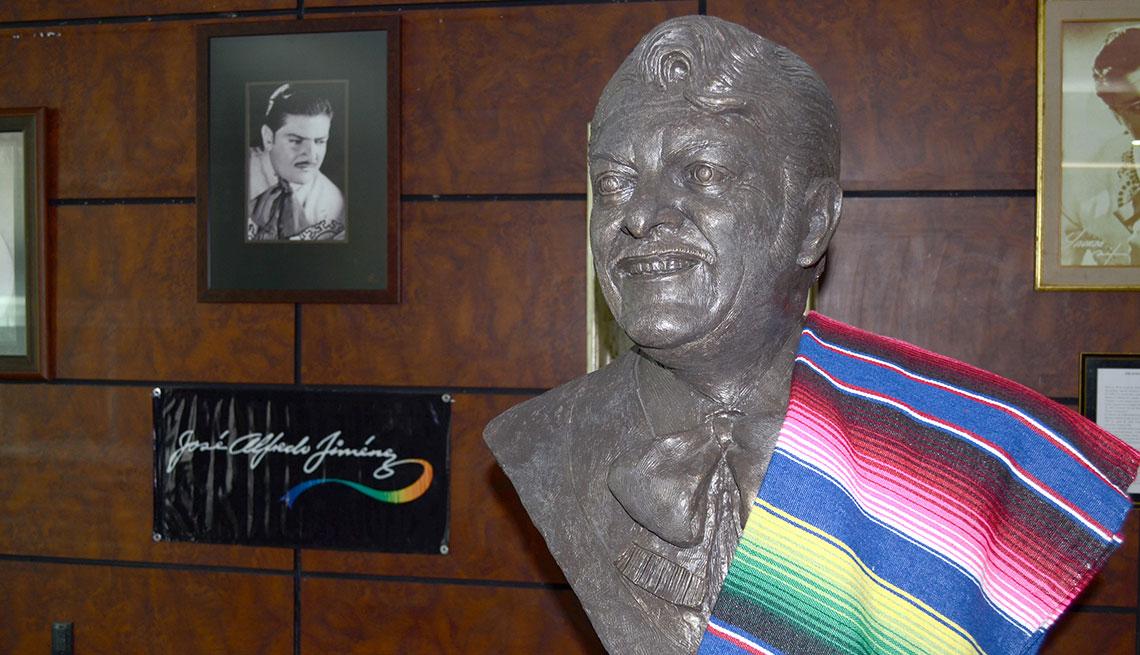 item 3 of Gallery image - Busto de tributo a José Alfredo Jiménez