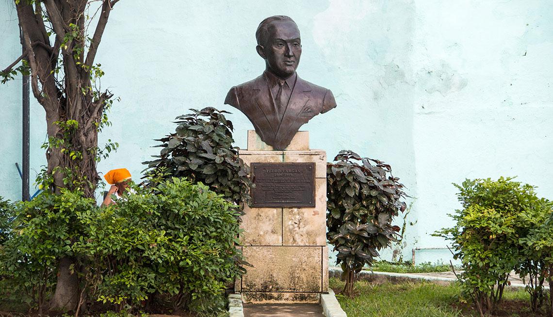 item 7 of Gallery image - Estatua en tributo al cantante Pedro Vargas