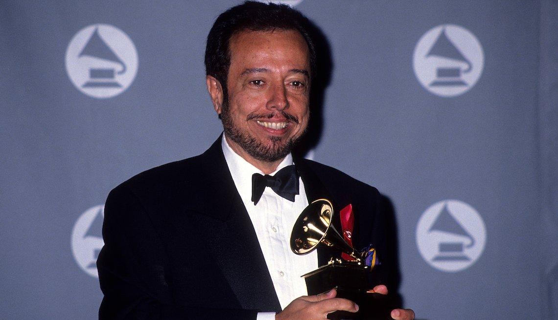 item 4, Gallery image. Mendes en la gala 35 de los premios Grammy, en 1993.