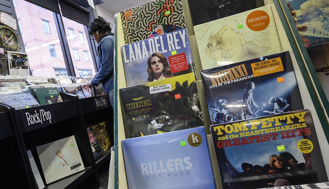 Discos en vinilo de The Killers, Lana Del Ray, Tom Petty and the Heartbreakers, Nirvana, en Baltimore, Maryland.