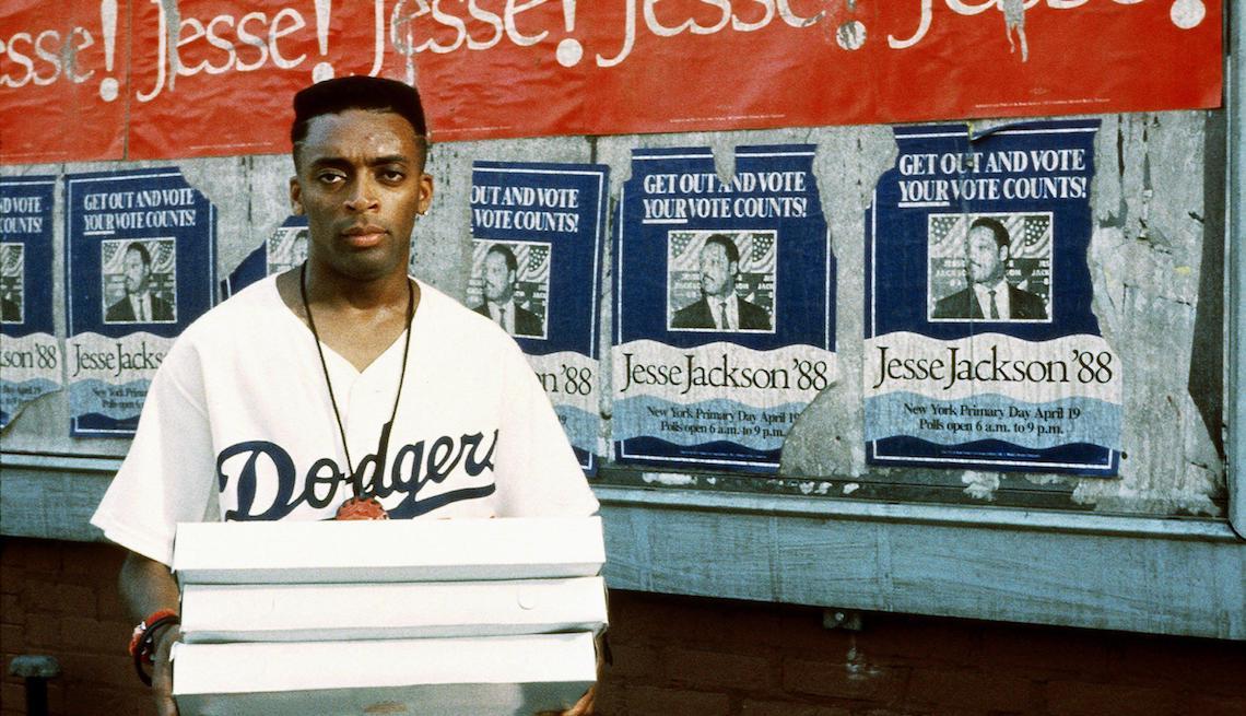 item 11 of Gallery image - SPIKE LEE en una escena de DO THE RIGHT THING, 1989