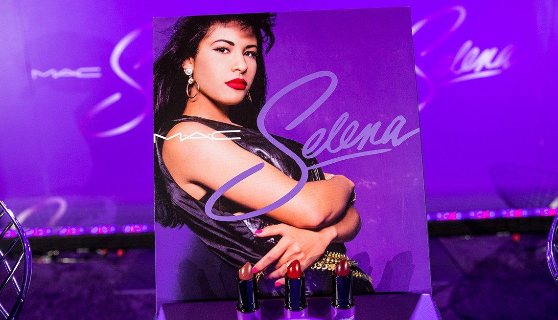 Promoción de Selena con la compañía de cosméticos MAC.