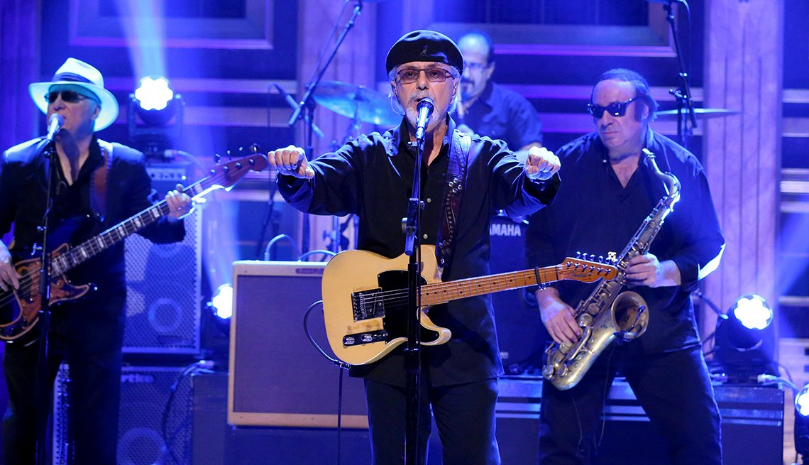 Dion performs on The Tonight Show