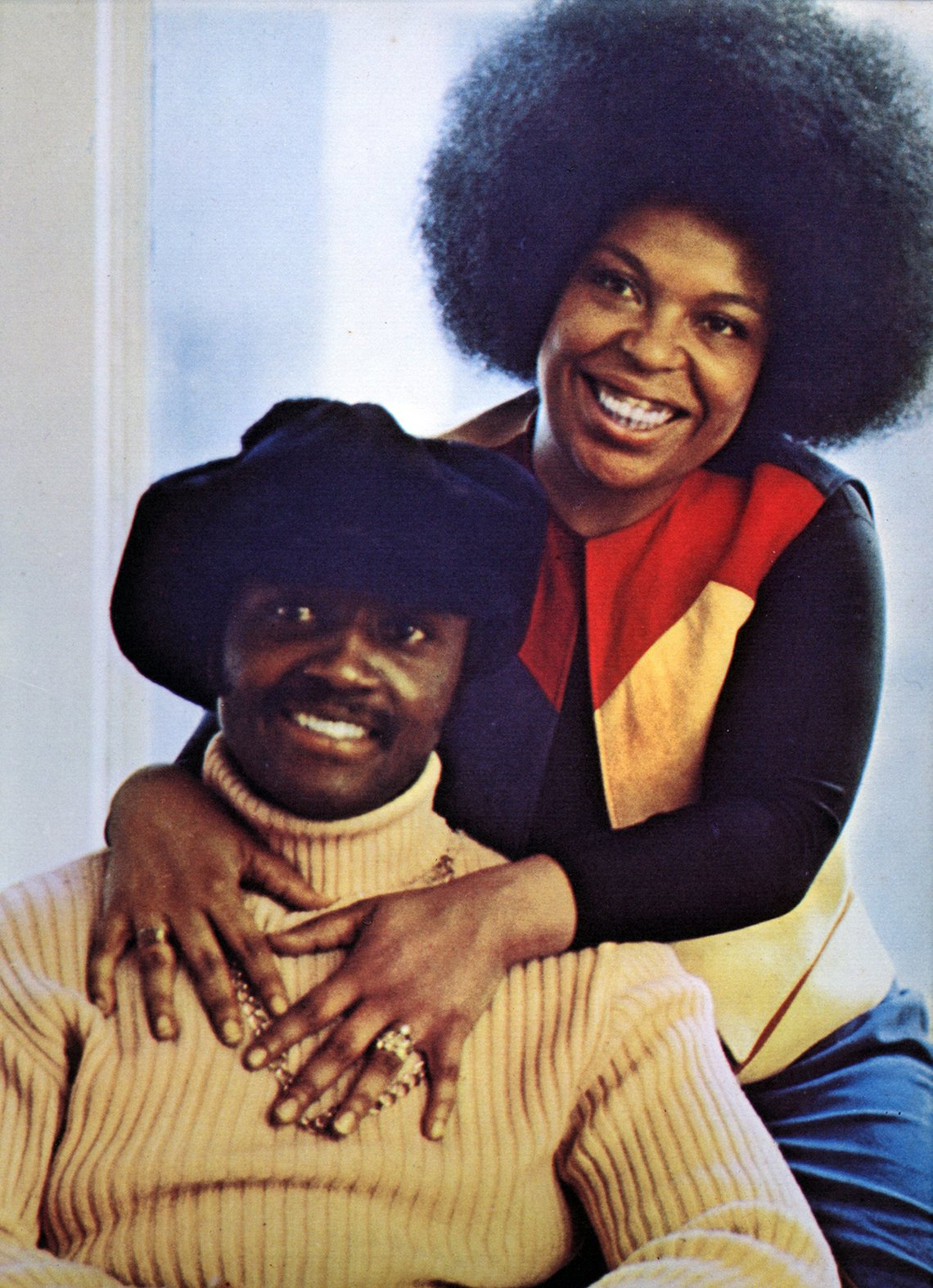 Roberta Flack and Donny Hathaway sitting together posing for a portrait