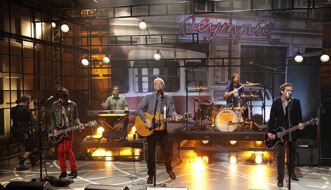 Fountains of Wayne perform on The Tonight Show