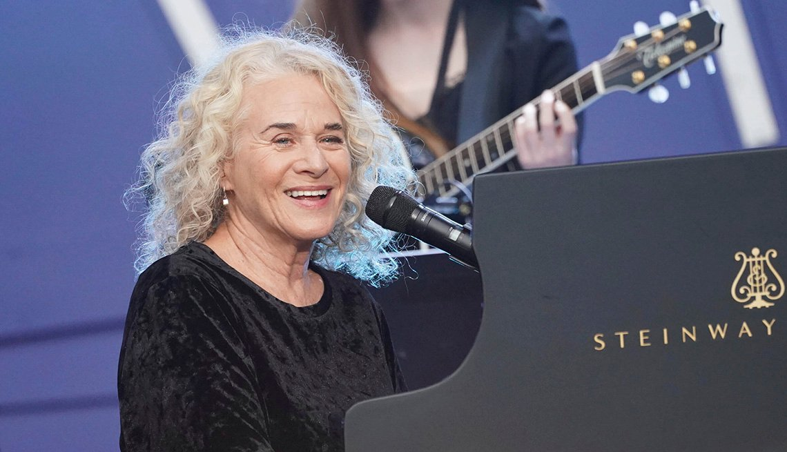 Carole King actuando en el Global Citizen Festival 2019: Power The Movement en Central Park en la ciudad de Nueva York.