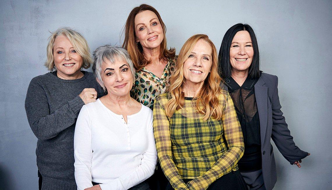 Gina Schock, Jane Wiedlin, Belinda Carlisle, Charlotte Caffey y Kathy Valentine de la banda The Go-Go's posan para un retrato en el Festival de Cine de Sundance.
