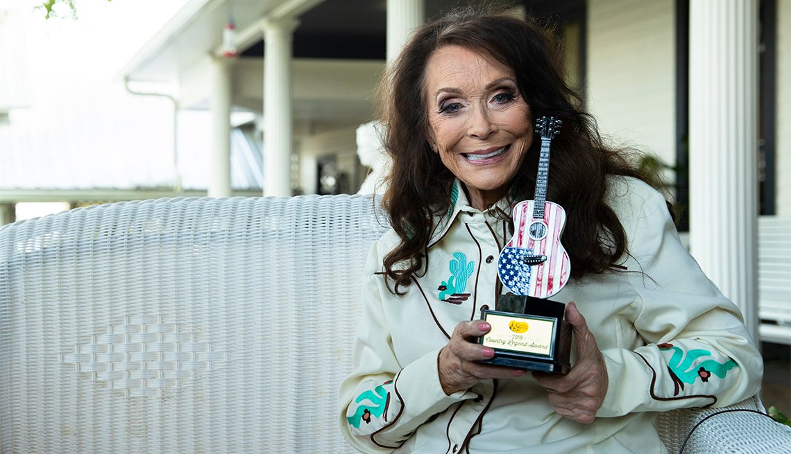 Loretta Lynn holding up her Cracker Barrels Country Legend Award on September 13, 2019