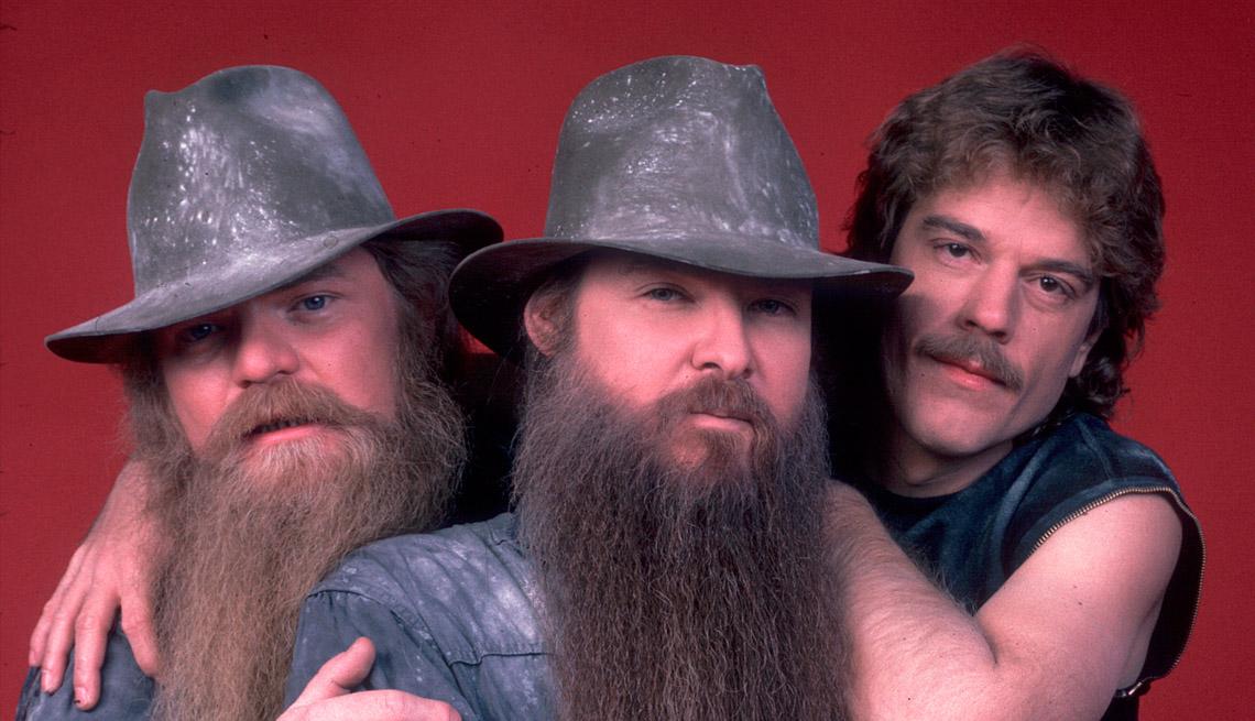 Billy Gibbons (centro) con sus compañeros de banda de ZZ Top, Dusty Hill (izquierda) y Frank Beard.