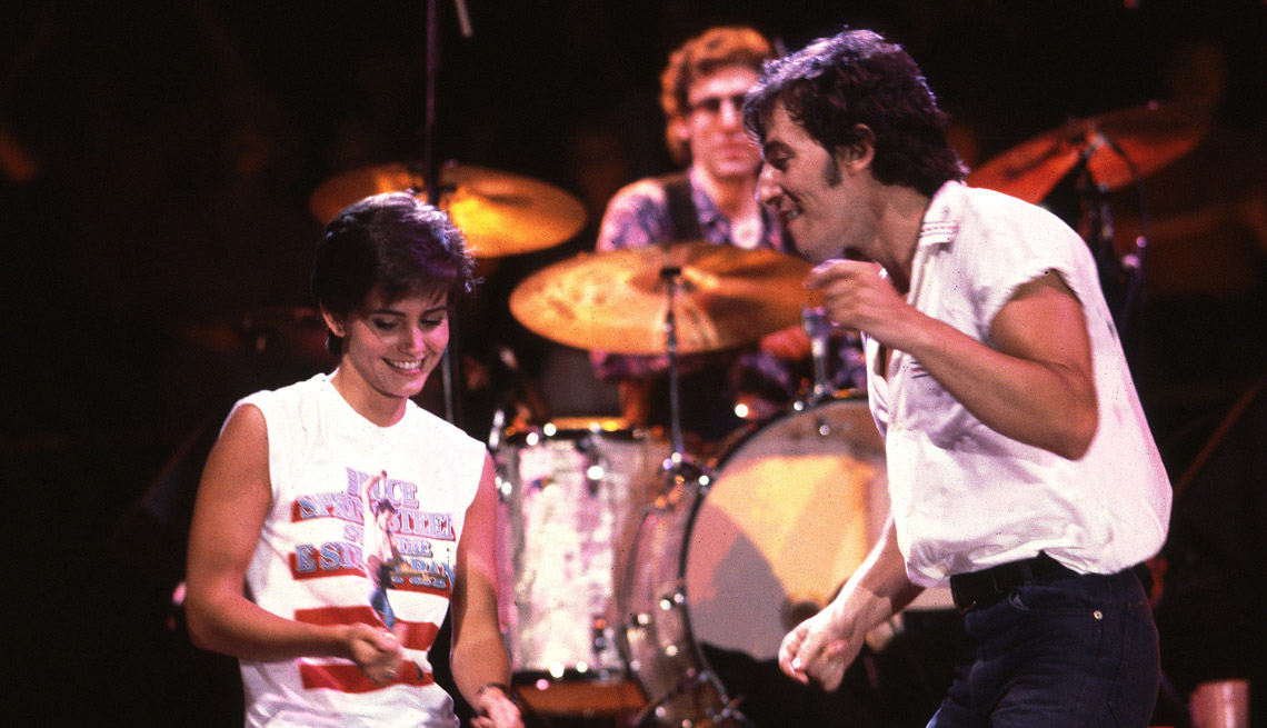 a photo of bruce springsteen and courteney cox at the filming of the video for dancing in the dark