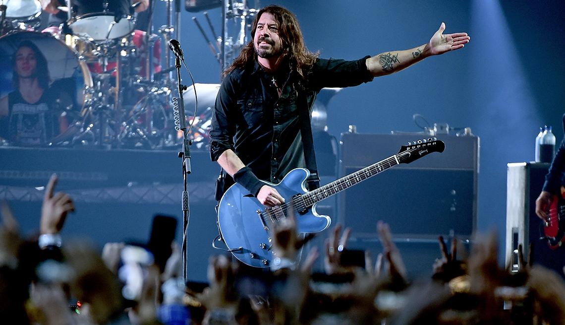 La banda de rock Foo Fighters en tarima.