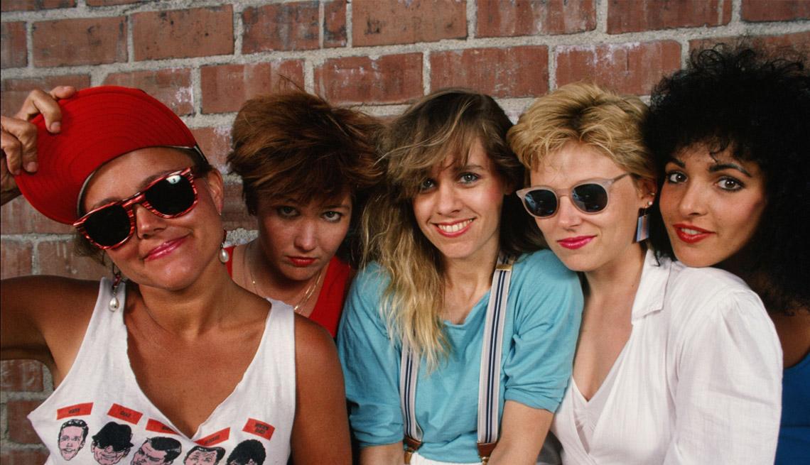 El grupo Go Gos (de izquierda a derecha) Belinda Carlisle, Gina Schock, Charlotte Caffey, Kathy Valentine y Jane Wiedlin.