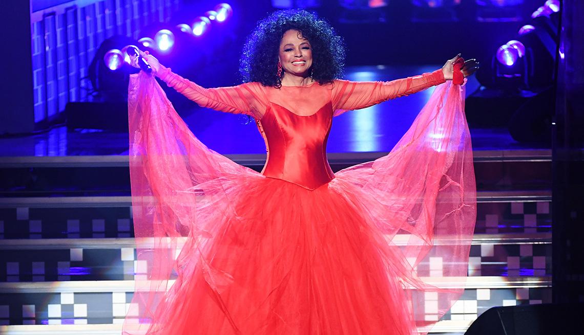 Diana Ross se presenta en la 61a Entrega Anual de los Premios Grammy.
