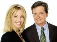 Heather Locklear y Michael J. Fox en el programa de televisión Spin City