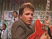 Fox como Marty McFly en el éxito del verano de 1985, Back to the Future.
