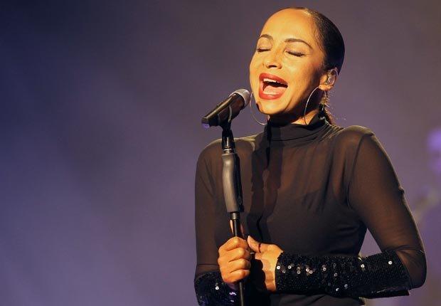 Cantante Sade - Artistas con 50 años o más