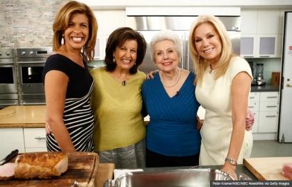 Kathie Lee Gifford y Hoda Kotb con sus madres
