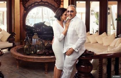 Gloria Estefan con su esposo Emilio Estefan en su casa de Miami, Florida en 2013