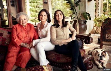 Gloria Estefan con su madre y su hija en su casa en Miami, Florida, 2013
