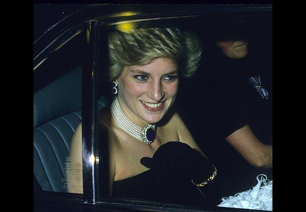 Princesa Diana atendiendo un banquete como Princesa de Gales