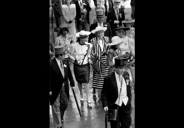 Princesa Diana con paraguas