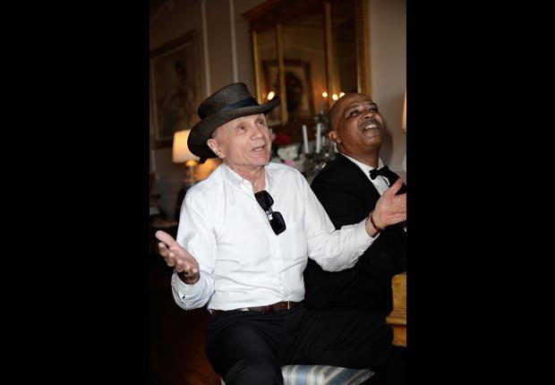 Actor Robert Blake sings with a pianist at Zsa Zsa Gabor and Prince Frederic 25th wedding anniversary party (Brian To/FilmMagic/Getty Images)