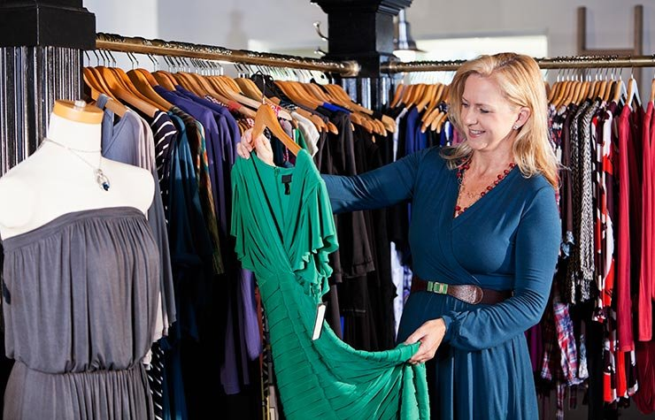 Woman shopping in clothing store 10 must haves for confident style