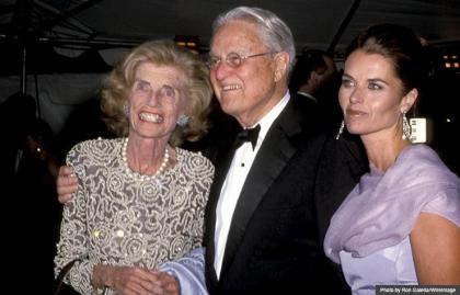 Maria Shriver (derecha) con sus padres Eunice Kennedy Shriver y Sargent Shriver