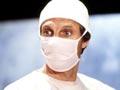 Alan Alda como Hawkeye Pierce en la serie de televisión MASH.