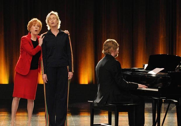 Carol Burnett appears on Glee with Jane Lynch, 2010