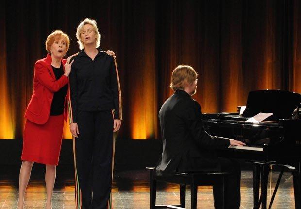 Carol Burnett appears on Glee with Jane Lynch, 2010