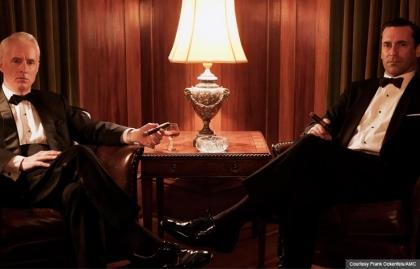 John Slattery y Jon Hamm en una escena de la serie de televisión Mad Men