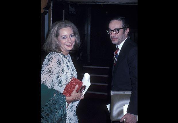 Walters salió con el economista Alan Greenspan durante los años 70.