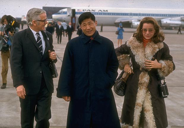 Barbara Walters (R) arriving at Beijing airport during Pres. Nixon's visit to China (Time Life Pictures/Getty Images)