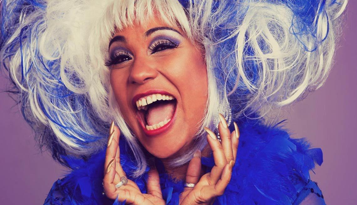 Retrato de la cantante Aymeé Nuviola interpretando a la reina de la salsa en la serie de televisión Celia Cruz