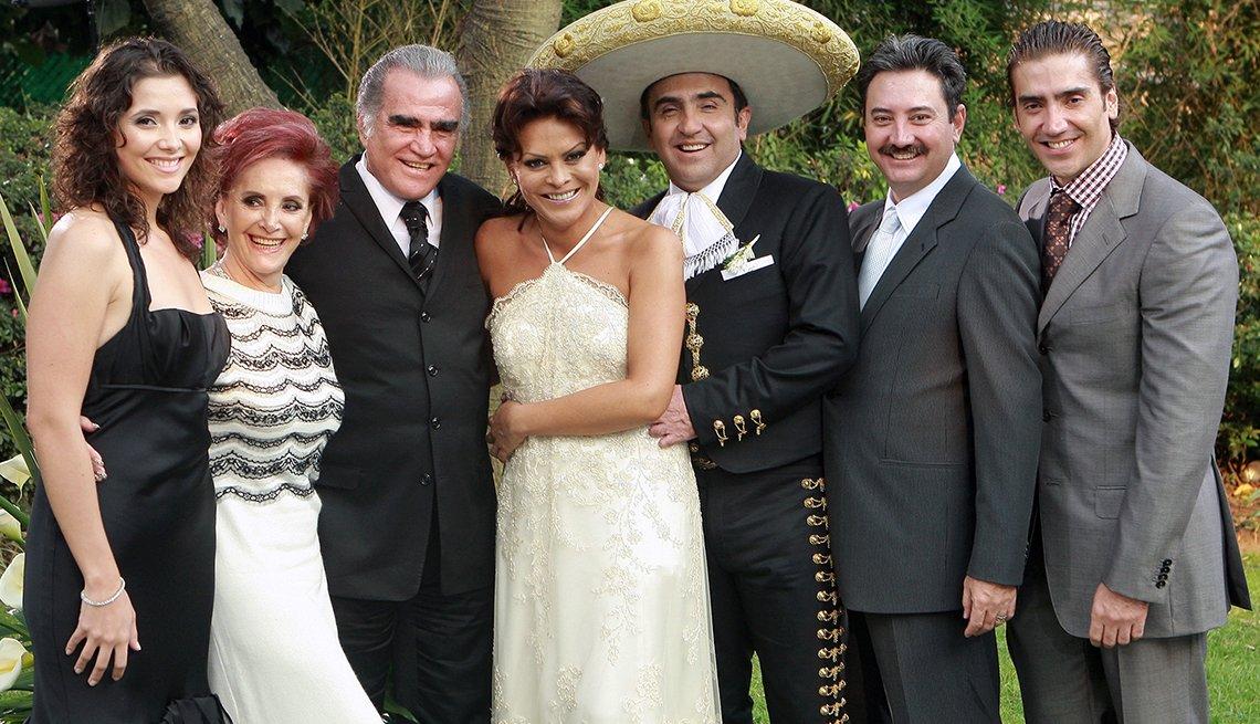 Vicente Fernández y María del Refugio Abarca y su familia