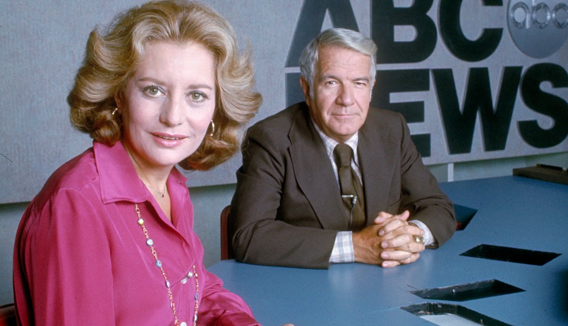 Entrevistas famosas de Barbara Walters - En la foto con Harry Reasoner, en el set de noticias de ABC en 1976