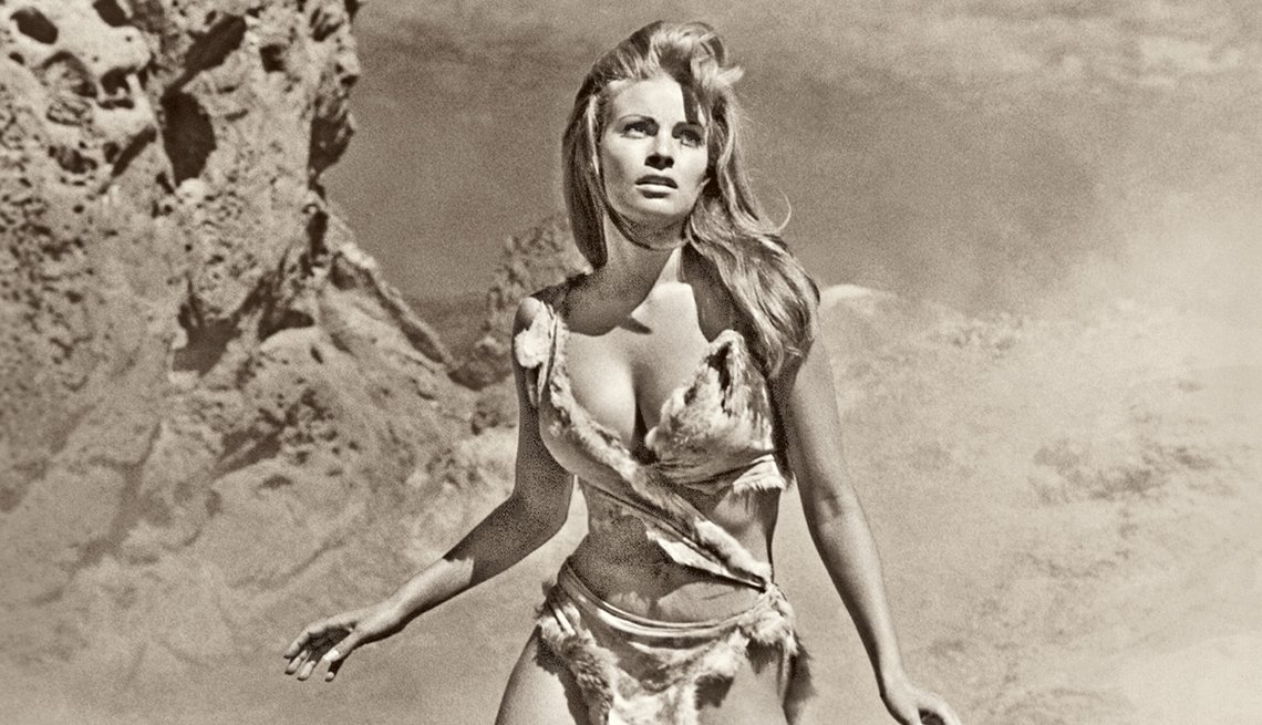 Raquel Welch, la diva a través de los años - Afiche de la película One MillionYears B.C. (1966).
