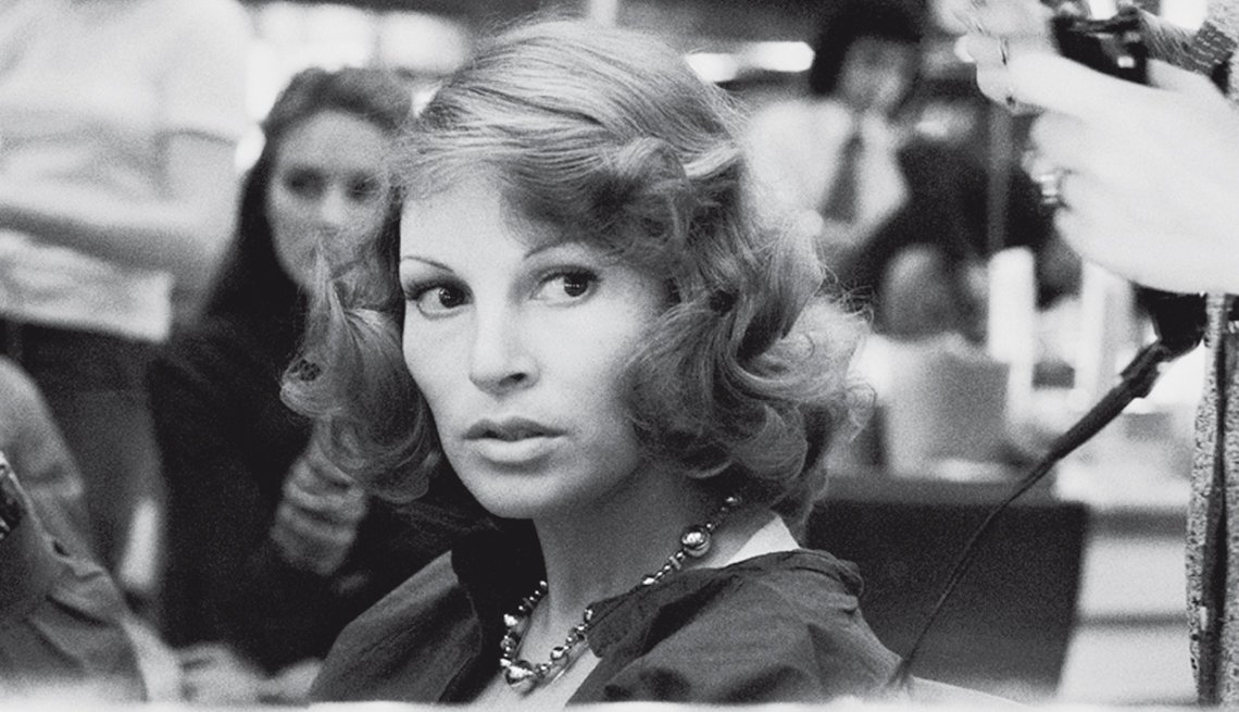 Raquel Welch, la diva a través de los años -  Imagen de 1974 en París