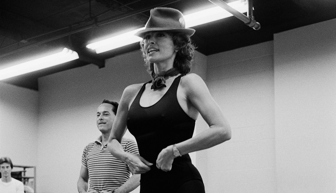 Ensayando para el musical de Broadway, Woman of the Year (1982) - Raquel Welch, la diva a través de los años