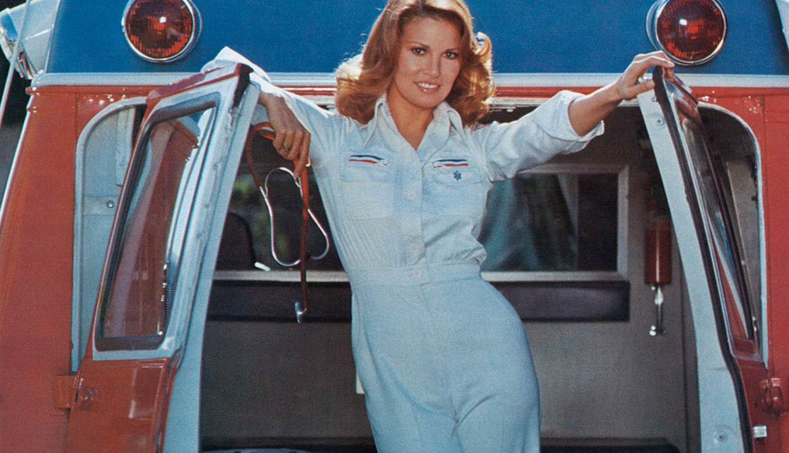 Foto promocional de Mother, Jugs & Speed, comedia de 1976 - Raquel Welch, la diva a través de los años
