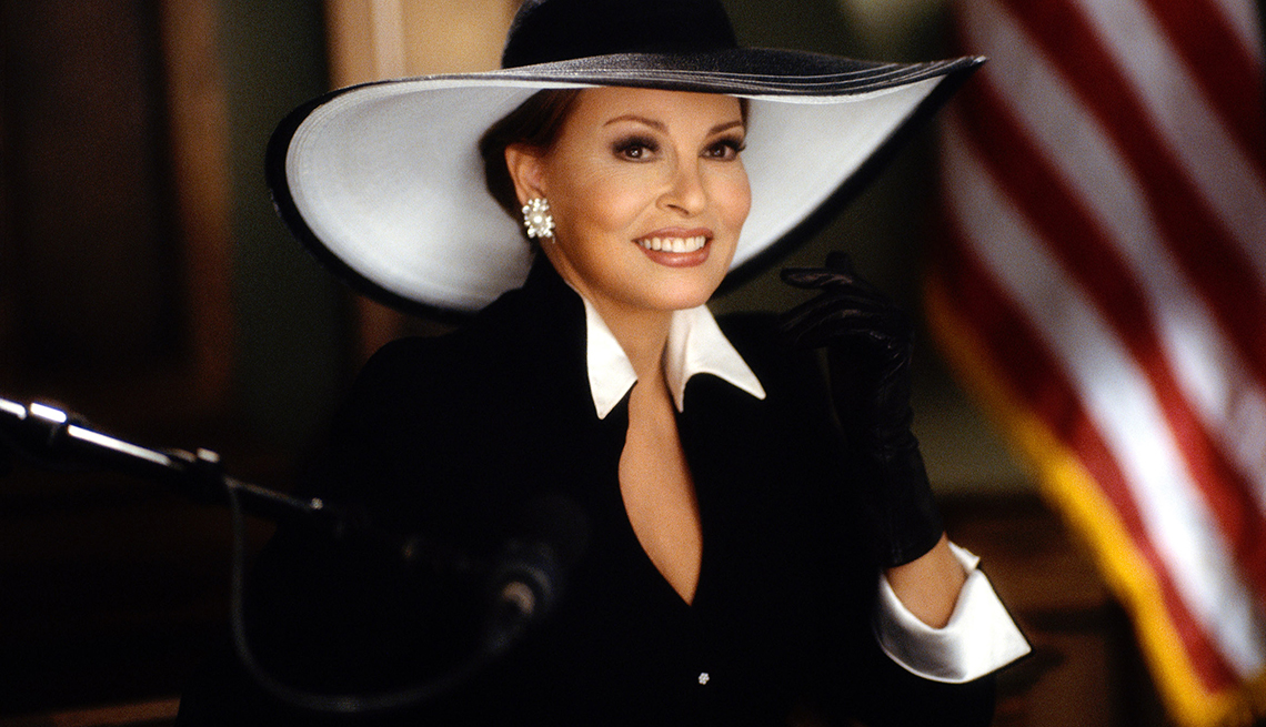 Raquel Welch, la diva a través de los años -  Interpretando a la sra. Windham Vandermark en Legally Blonde, 2001