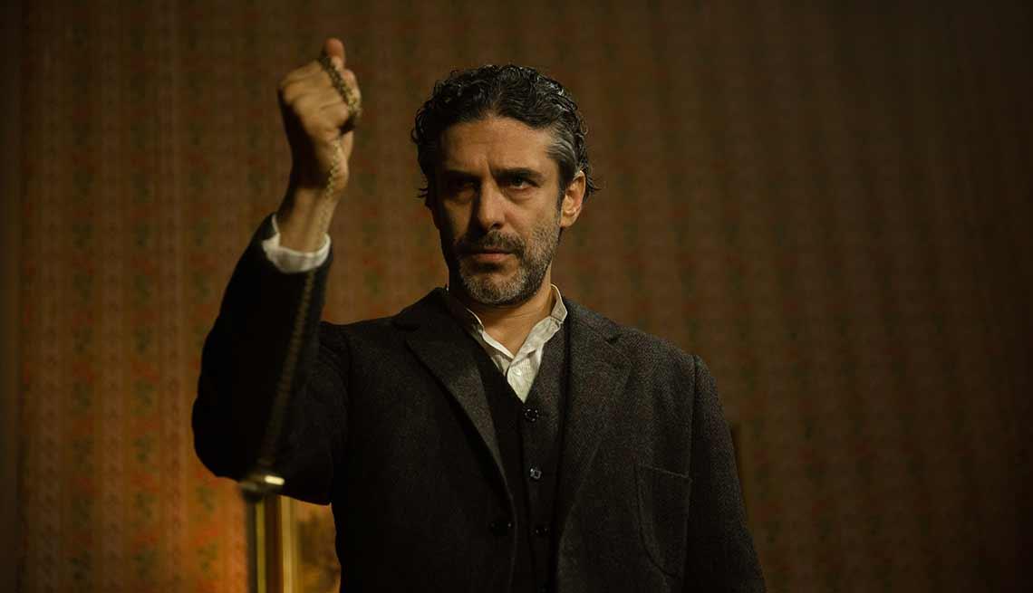 Escena de El Hipnotizador, serie original de HBO Latino