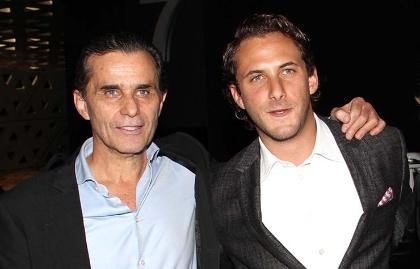 El productor y actor mexicano Humberto Zurita, al lado de su hijo, el actor Sebastián Zurita